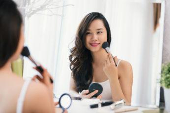 a woman doing make up