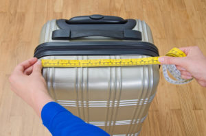 travel bag measurement using measuring tape